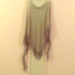 BEAUTIFUL GREEN SCARF / SCARVE W/LACE LEAVES TRIM
